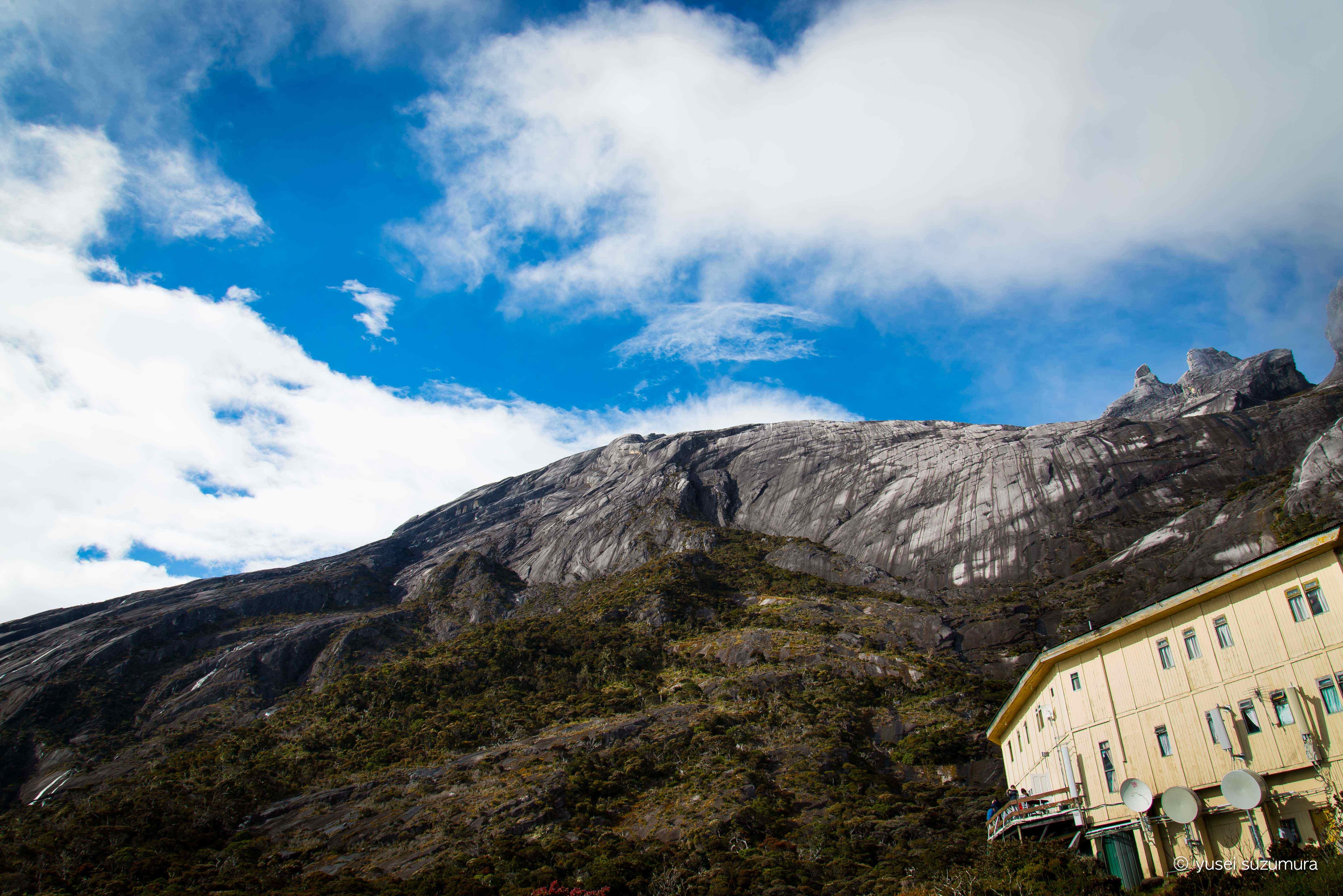 元日から東南アジアで一番高いキナバル山に個人手配で安く登る。