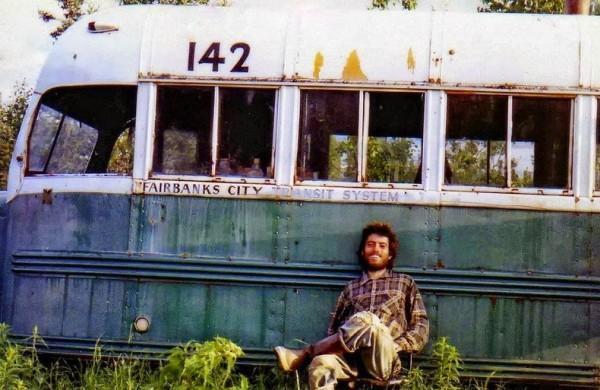 クリスマッカンドレスとバス