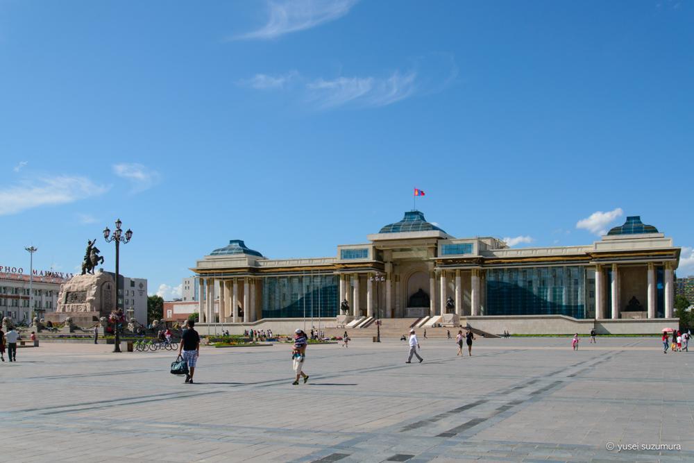 スフバートル広場