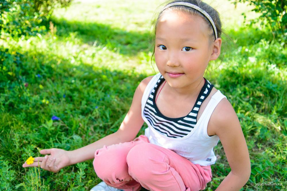 女の子 モンゴル