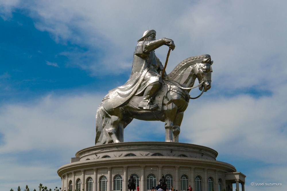 【テレルジ】巨大なチンギスハーン騎馬像と岩に驚き!モンゴルって案外旅慣れた人が多い?