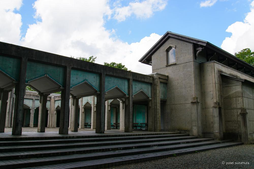 角館の平福記念美術館の広場