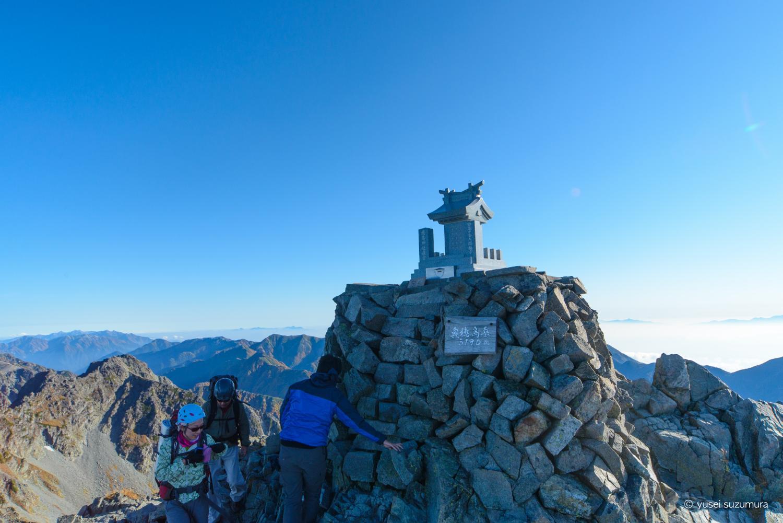 奥穂高岳の頂上の社