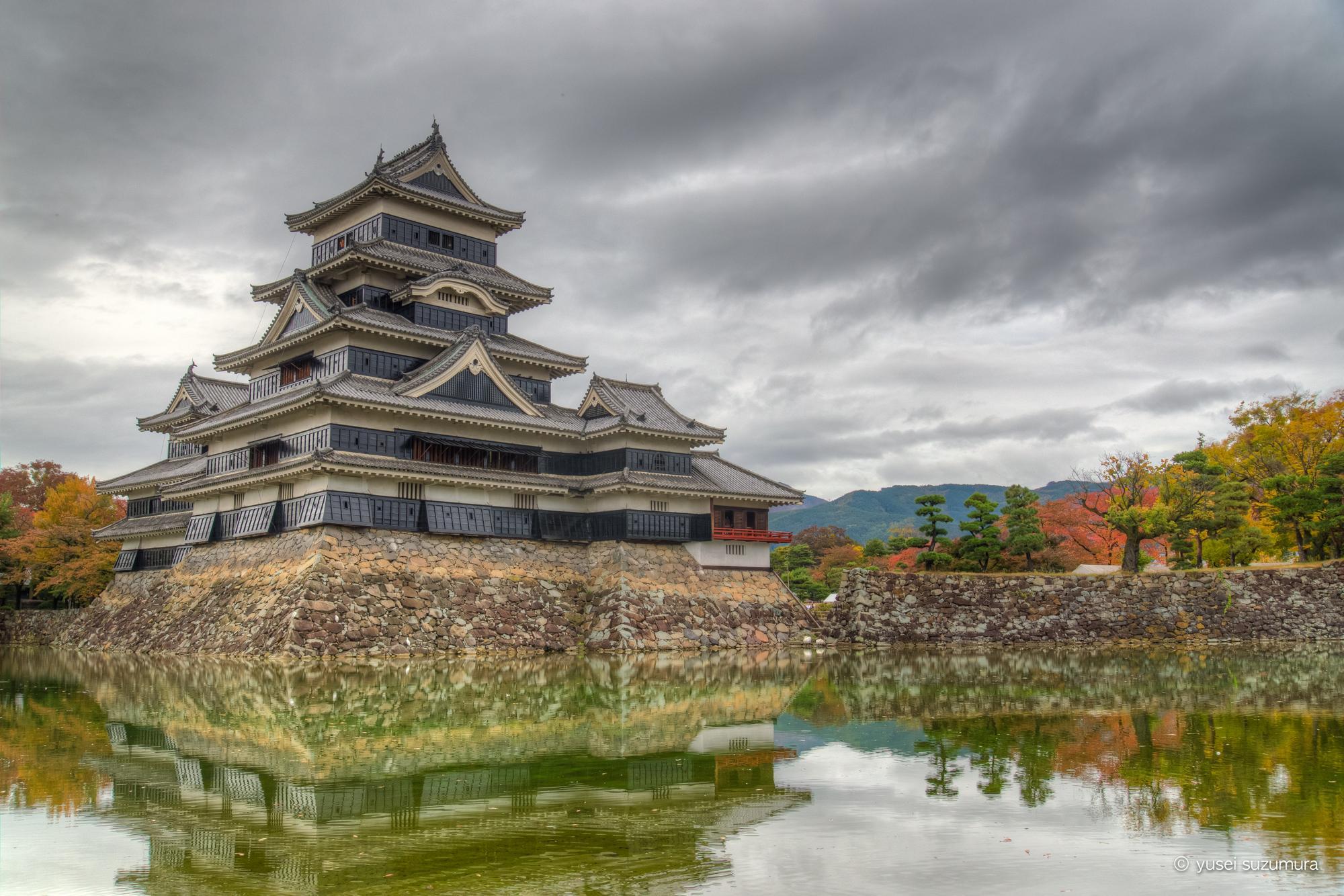 曇りの撮影でも問題ない!?紅葉の松本城をHDRしてみた。