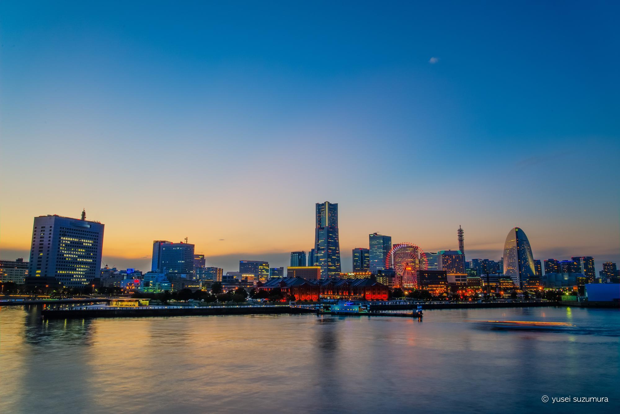 横浜港大さん橋国際客船ターミナルからの写真 夕方