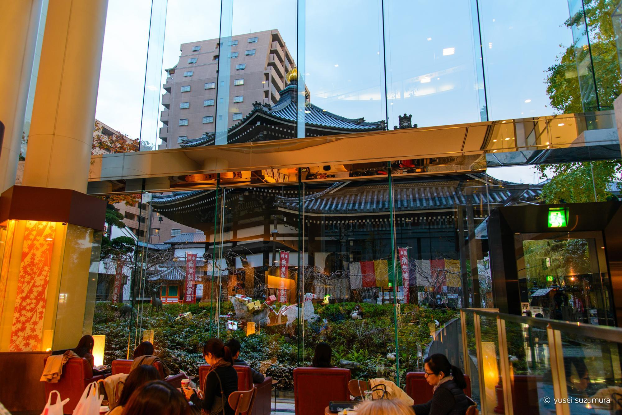 スターバックス烏丸六角店から見る六角堂