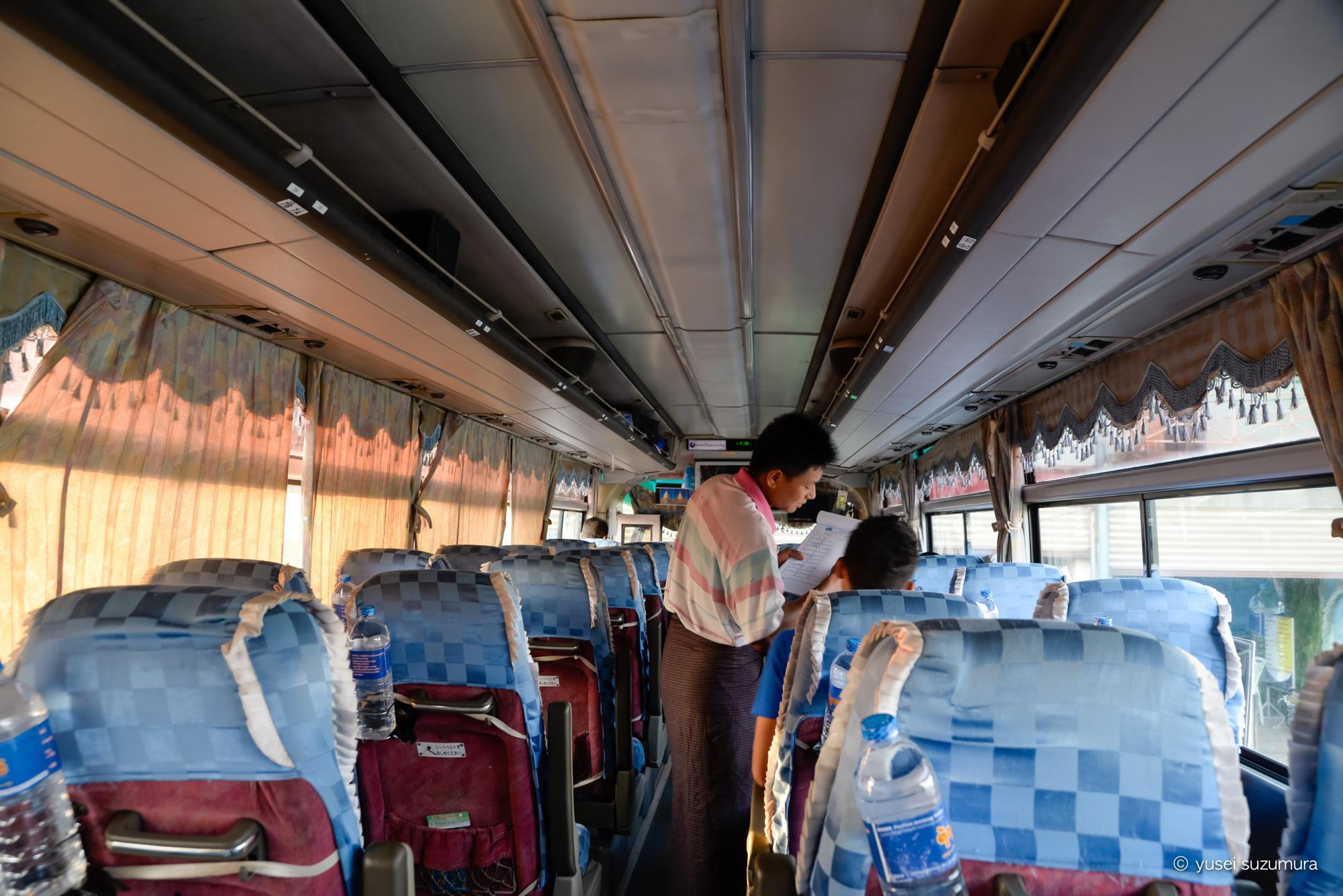 バス 車内 ミャンマー