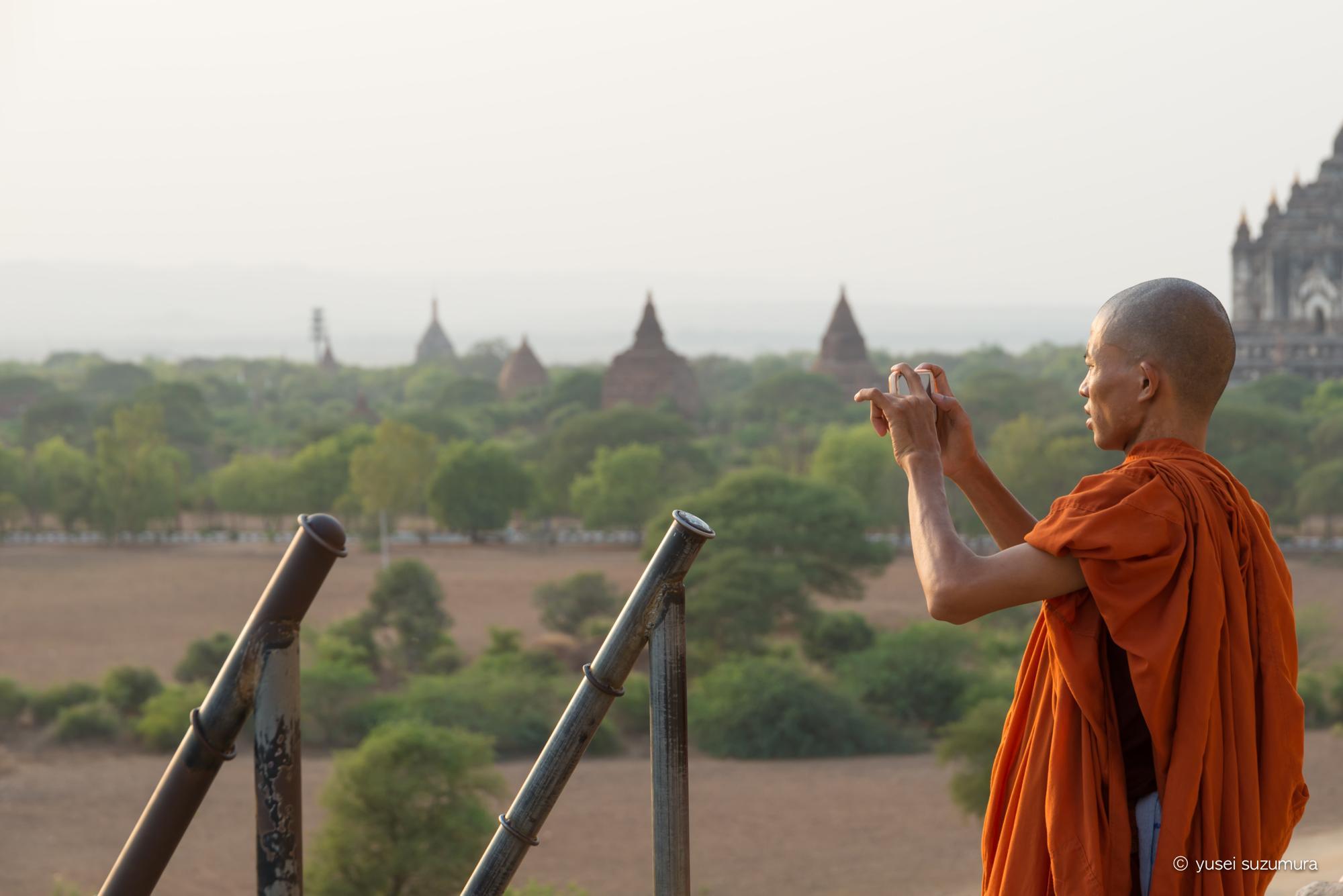 バガン 僧侶 スマホ
