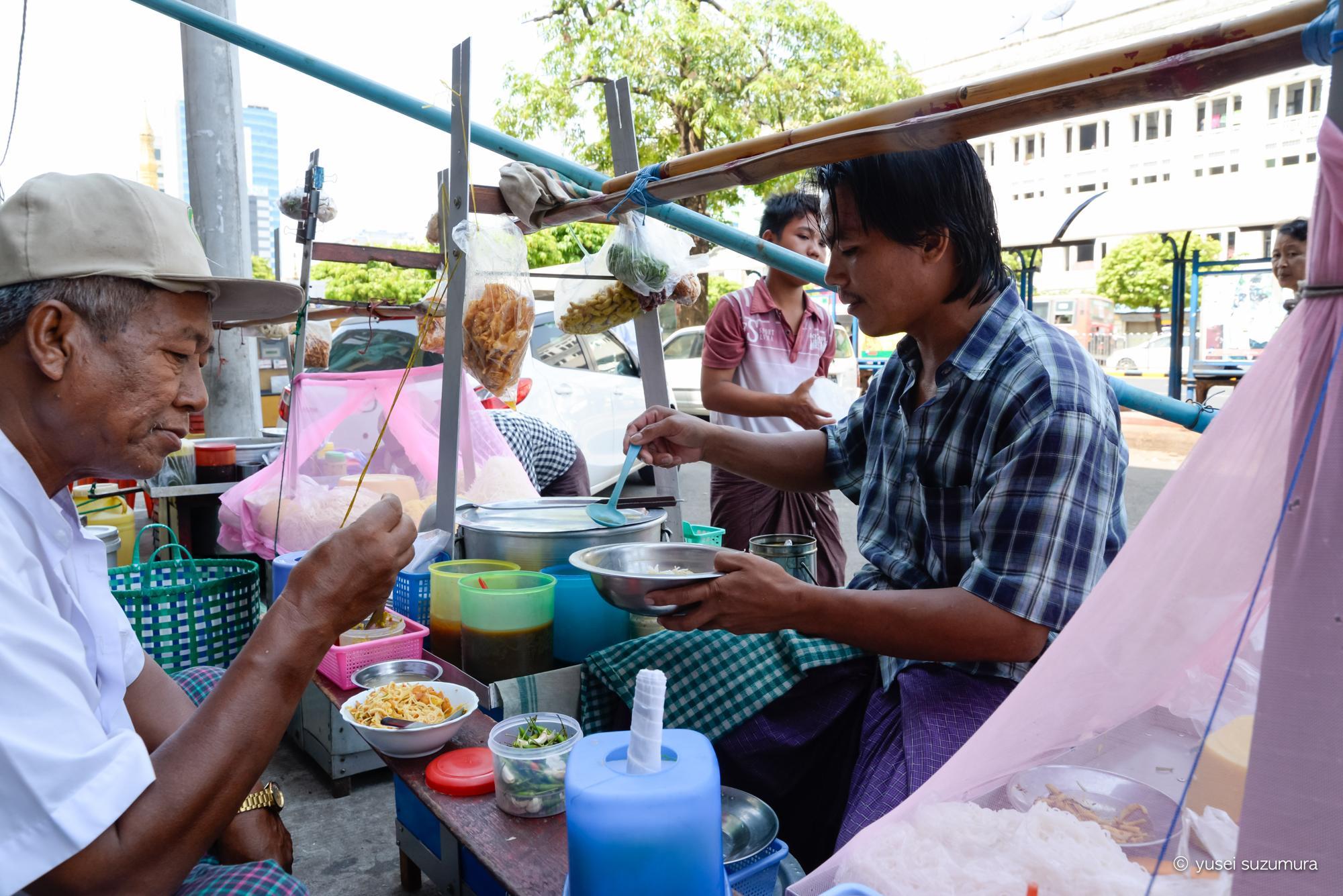 ヤンゴン 屋台 麺