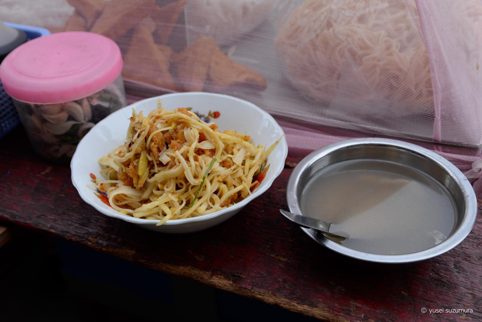 ヤンゴン 屋台 麺 ミーシャイ