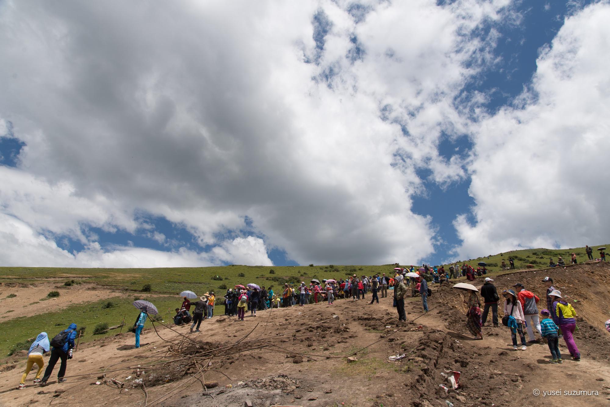 ラルンガルゴンパ 中国人観光客 鳥葬エリア