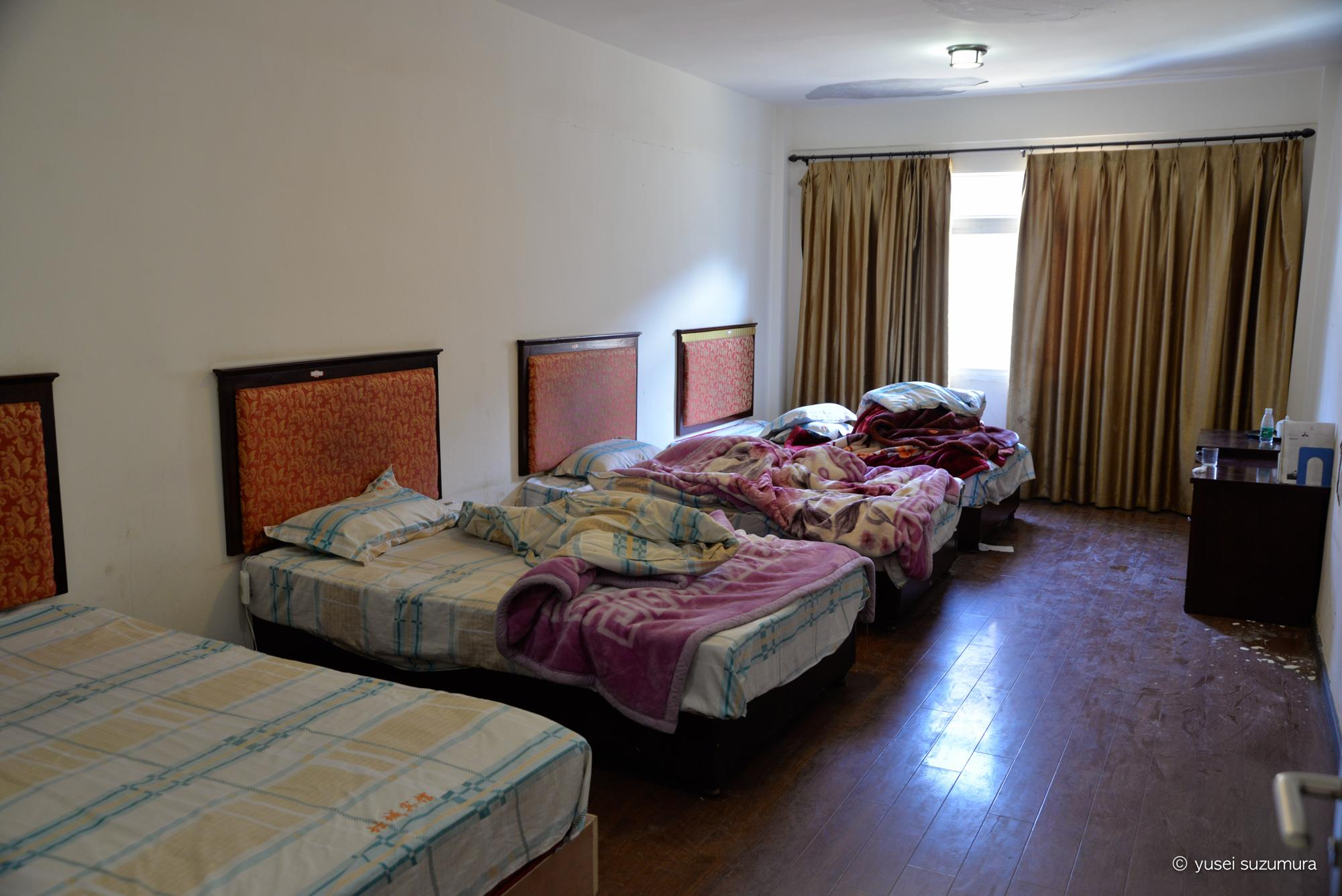 ラルンガルゴンパ ホテル 4人部屋