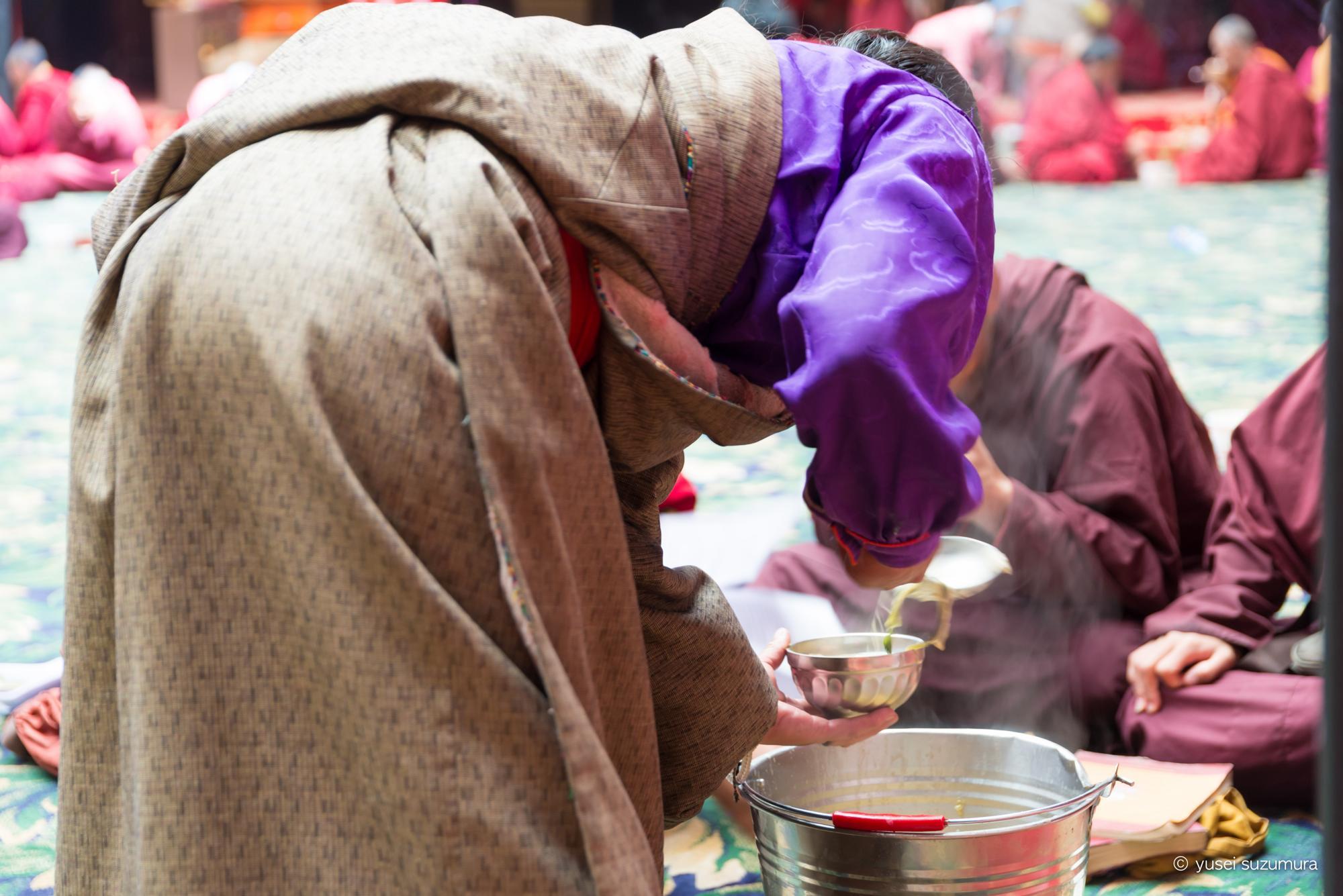 ラルンガルゴンパ 炊き出し チベタン