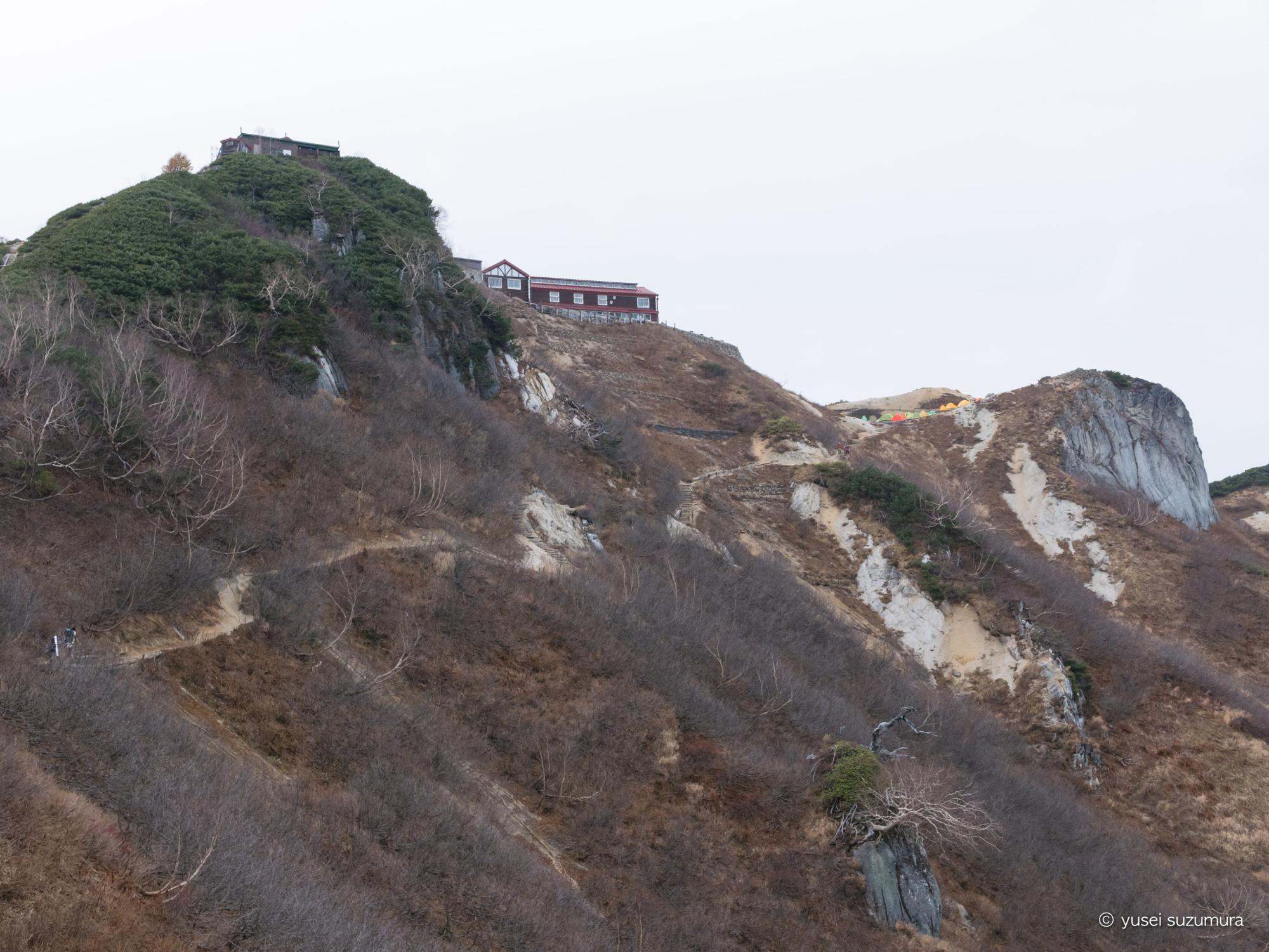 禿げ山 燕山荘