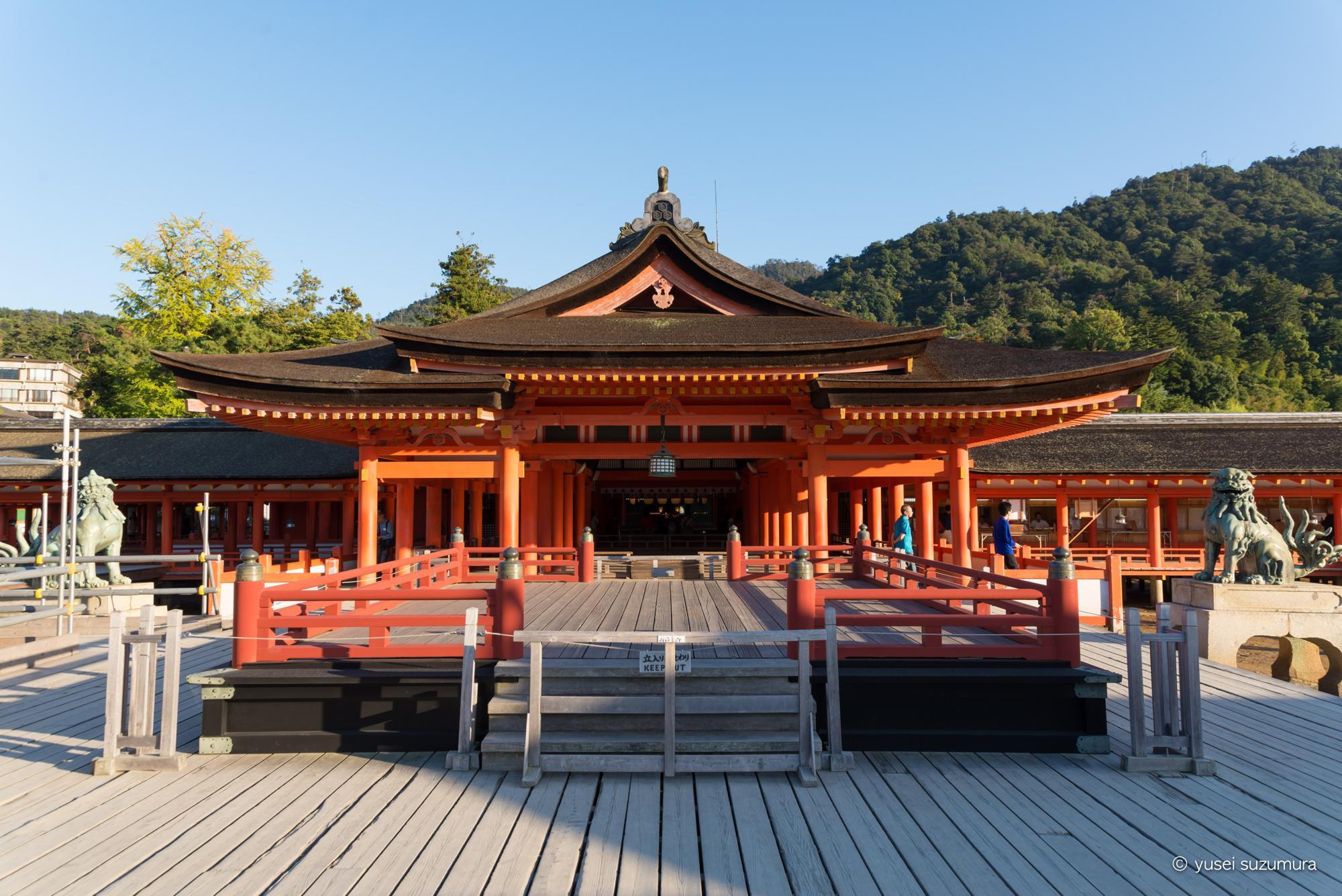 厳島神社 境内