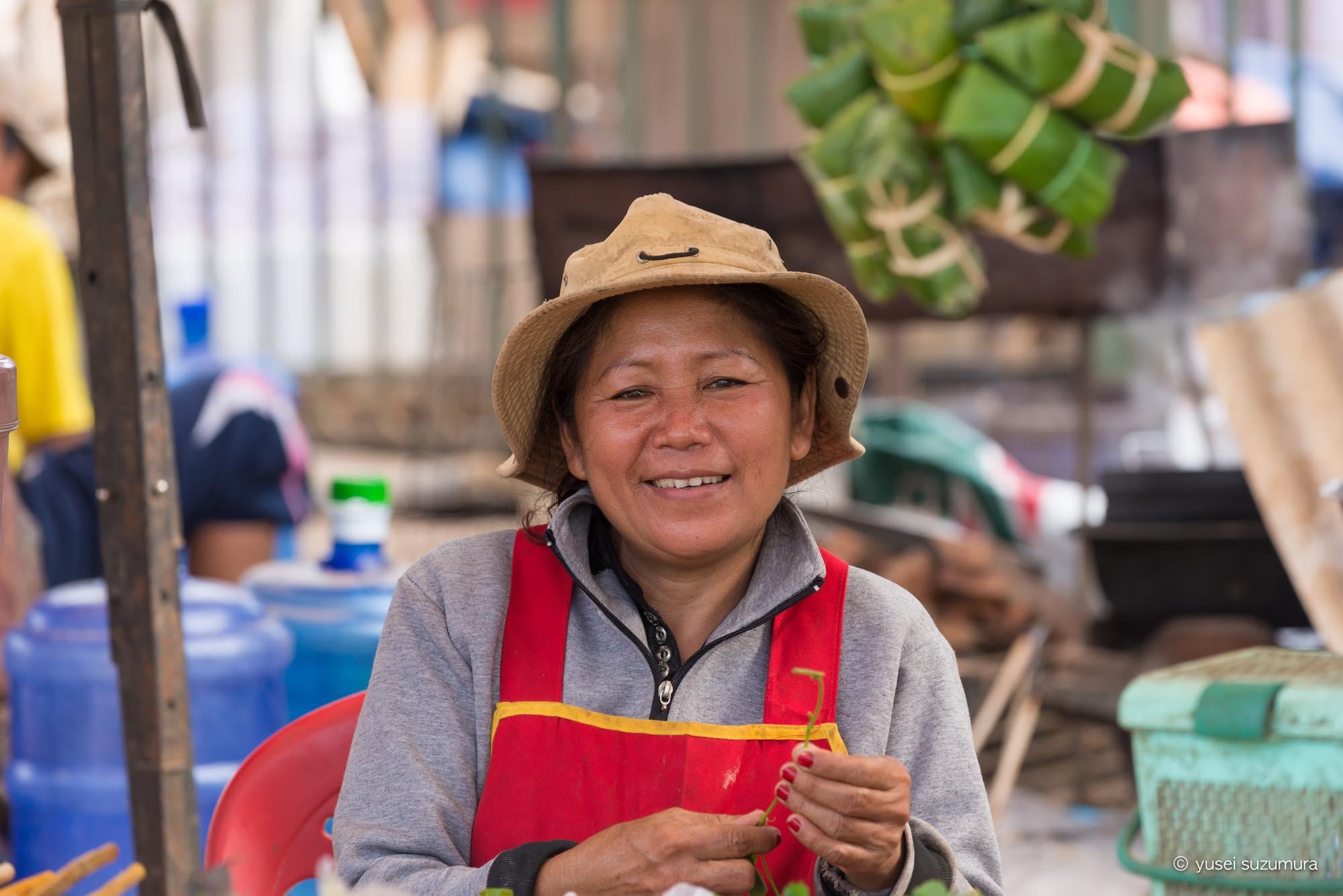 ラオス 女性 市場