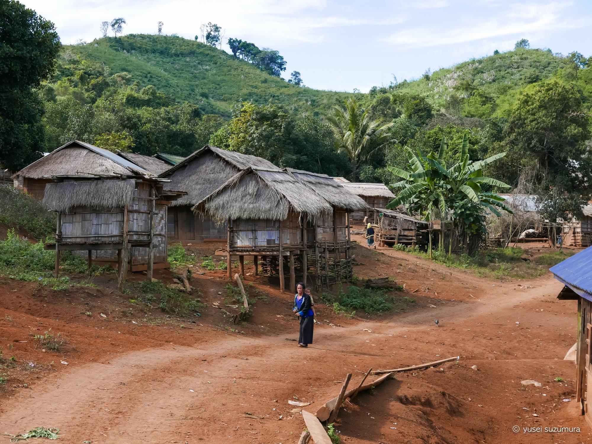 カム族 村
