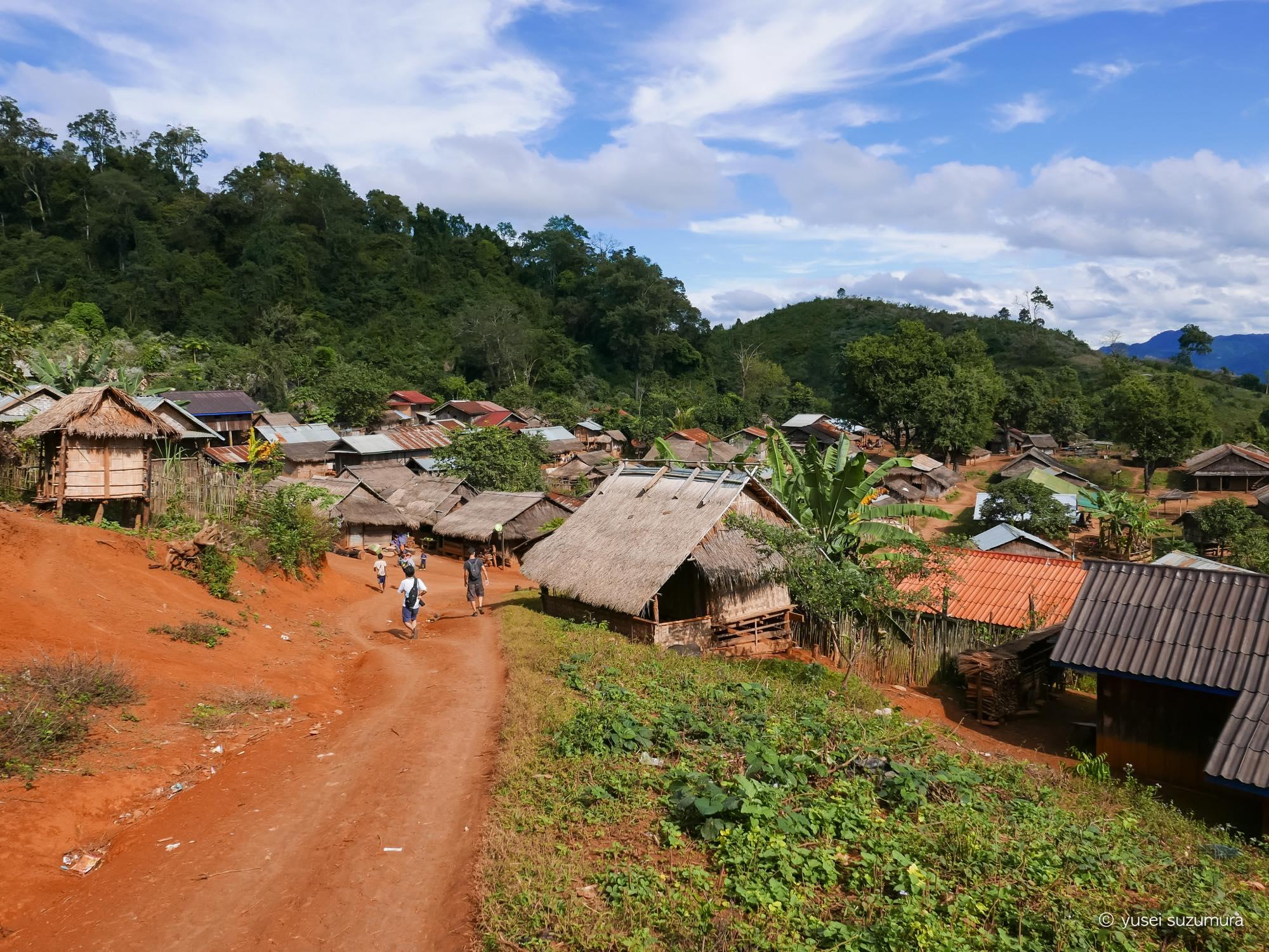 モン族 村