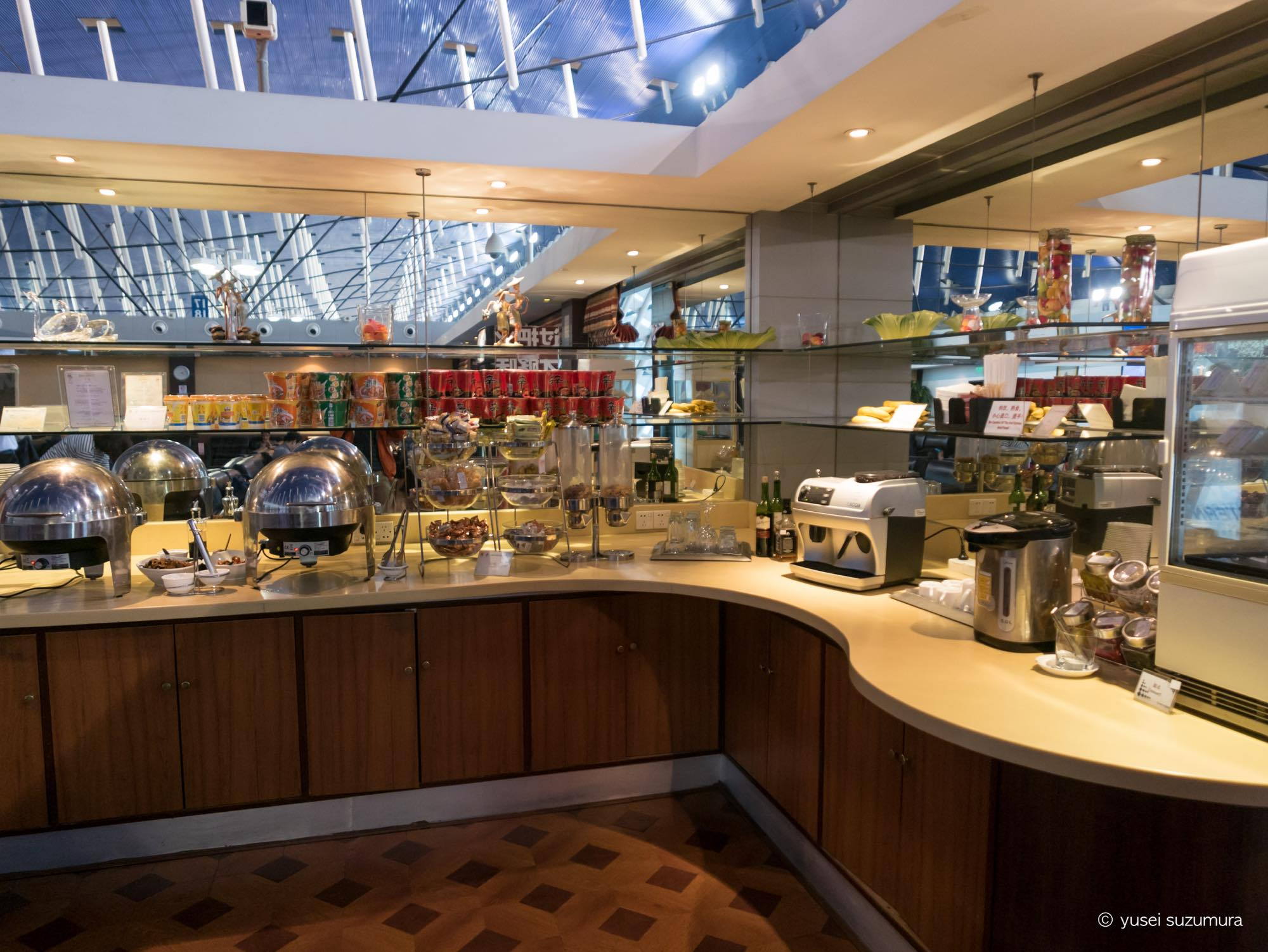 空港ラウンジが無料なプライオリティパスで上海のラウンジに入ってきた。