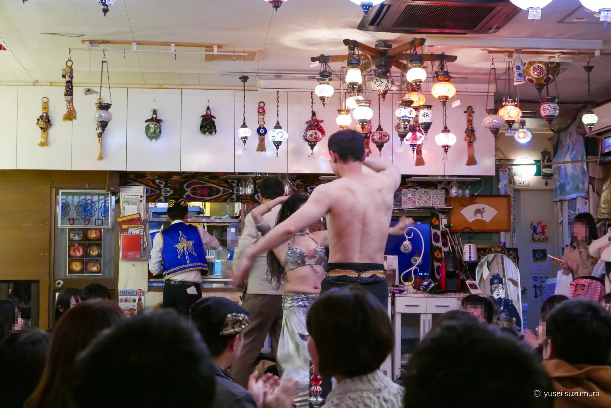 レストランザクロ 裸踊り