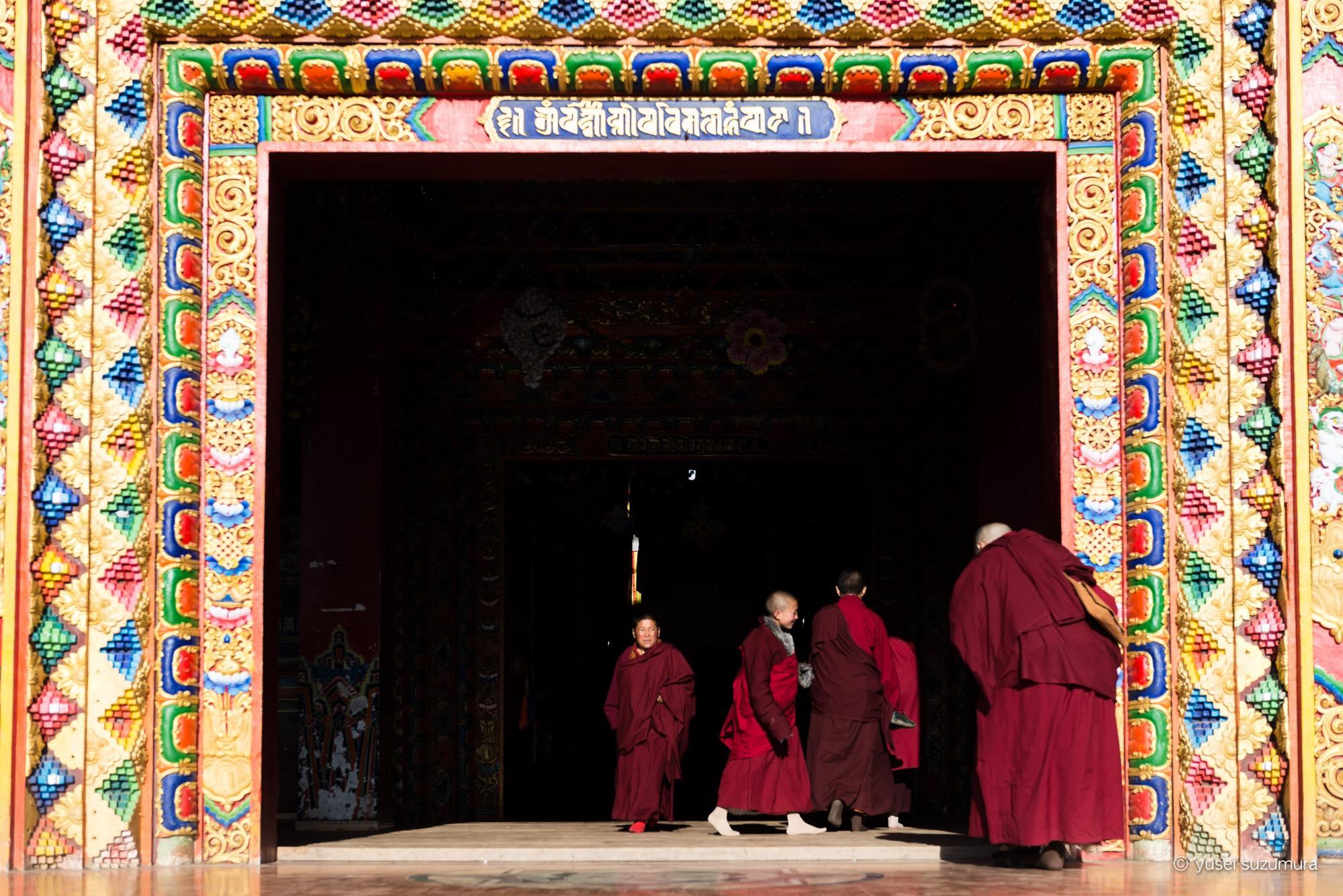 アチェンガルゴンパ 朝 チベット仏教徒