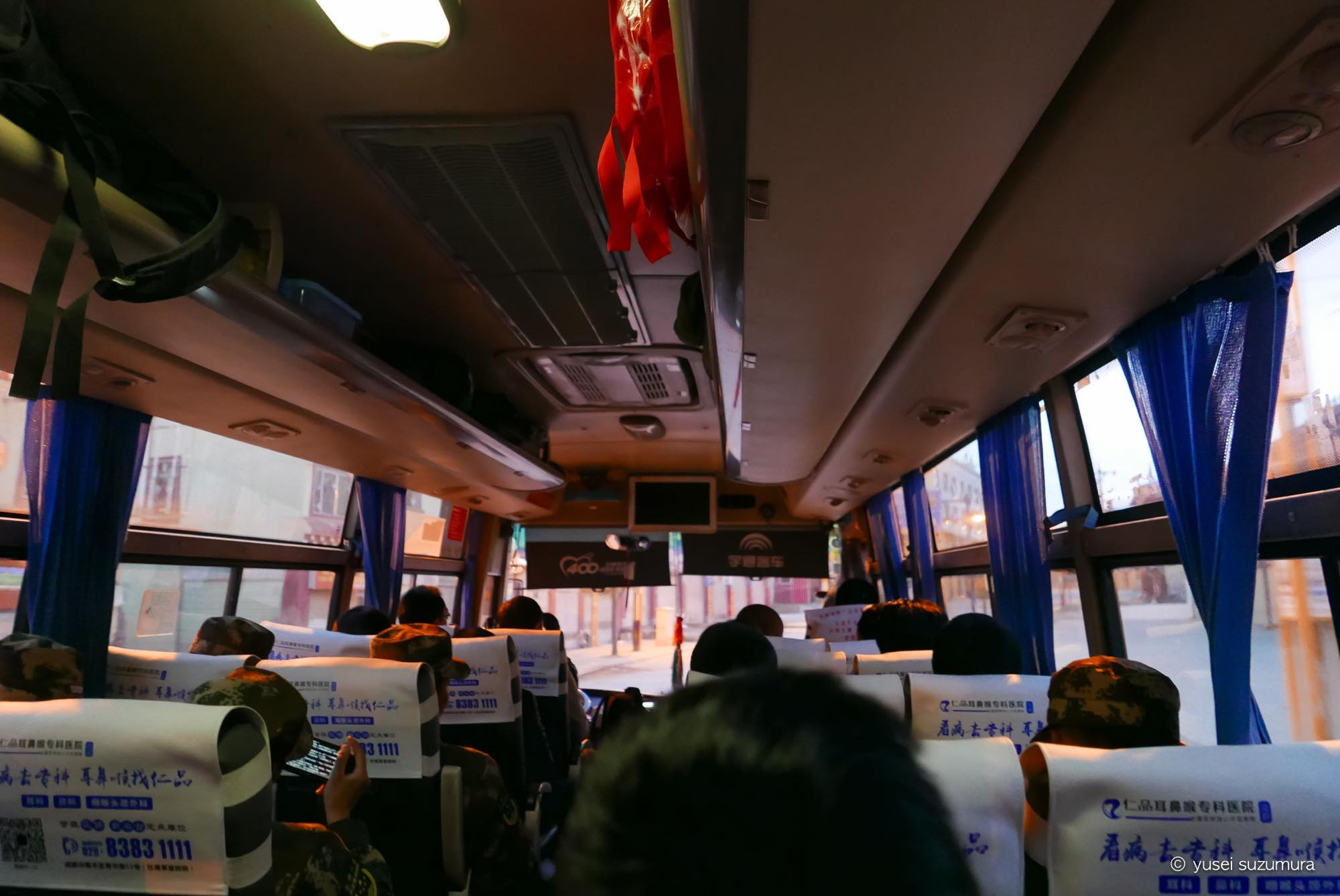 カンゼ 成都 長距離バス 軍人