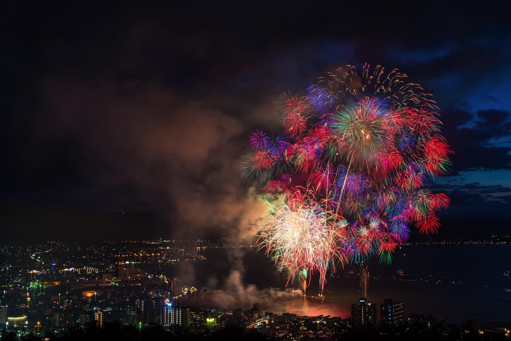 丘の上から花火が見下ろせる!諏訪湖湖上花火に行ってきた。
