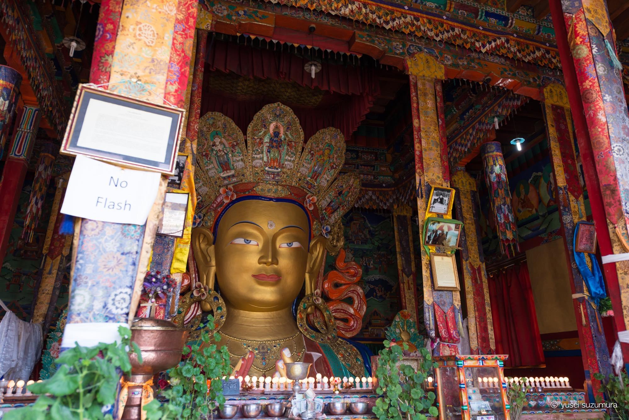 ティクセ 金の仏像
