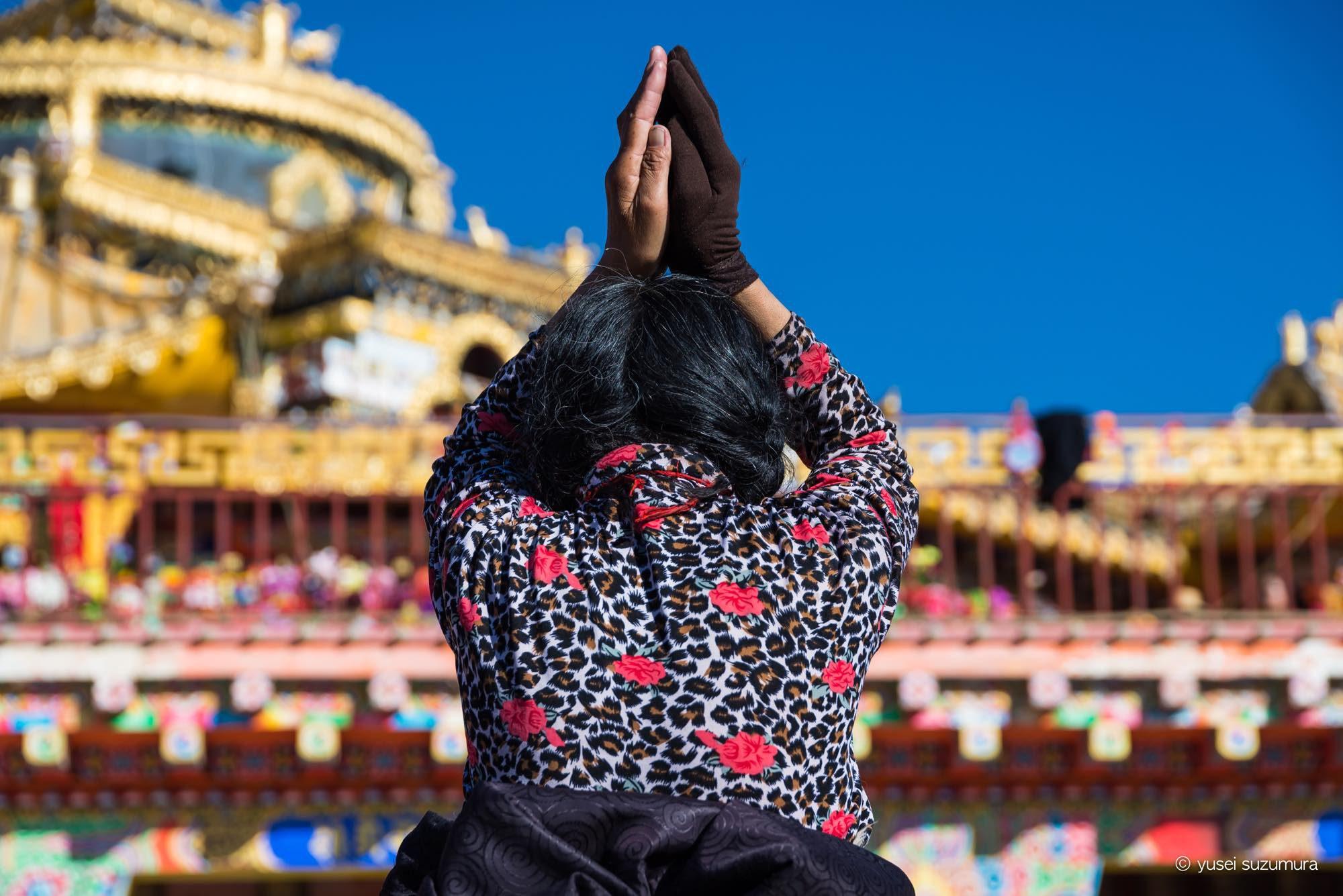 祈る人 ラルンガルゴンパ