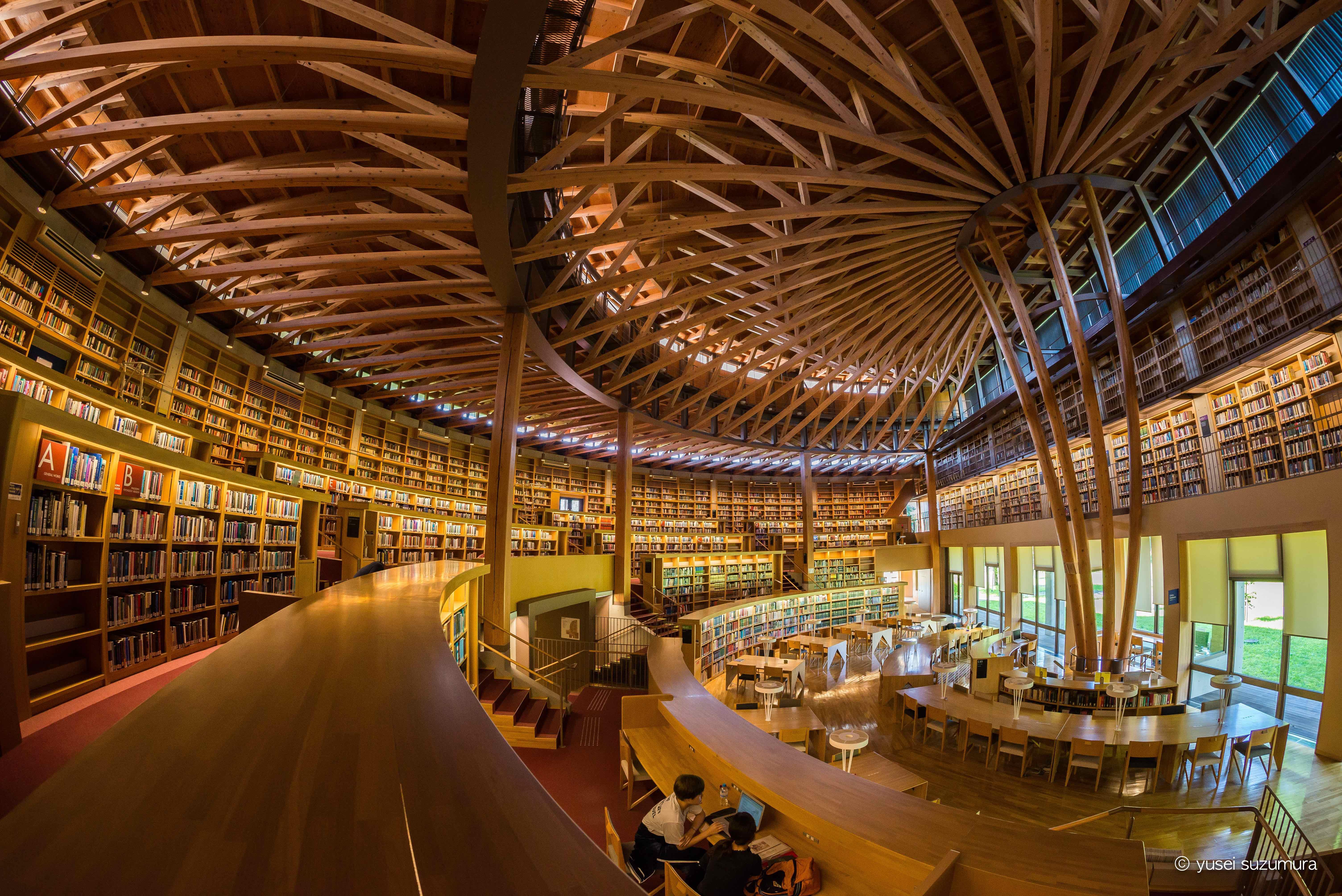知のアカデミア。秋田県の国際教養大学にある中嶋記念図書館に行ってきた。