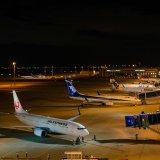もし深夜に空港に着いてしまったらどうする?タダで泊まれて安全・快適な空港泊がオススメ!
